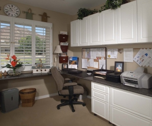 White-Office-in-Raised-Panel-Right-Workstation