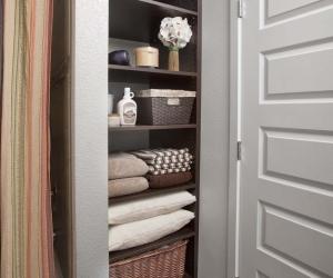 Linen-Bath-Shelves_Chocolate-Pear