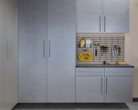 Pewter-Cabinets-Ebony-Workbench-Gridwall-Smoke-Floor-Feb-2013
